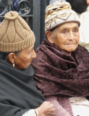 vieilles femmes aux bonnets